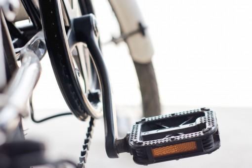 Ein Pedal mit Reflektor an einem Fahrrad