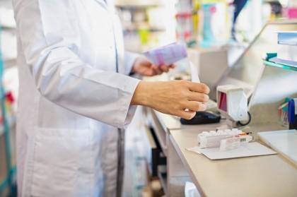 Apotheker verkauft Medikamente